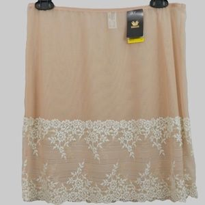 Wacoal 813291 Embrace Lace Half Slip Size 6 M New